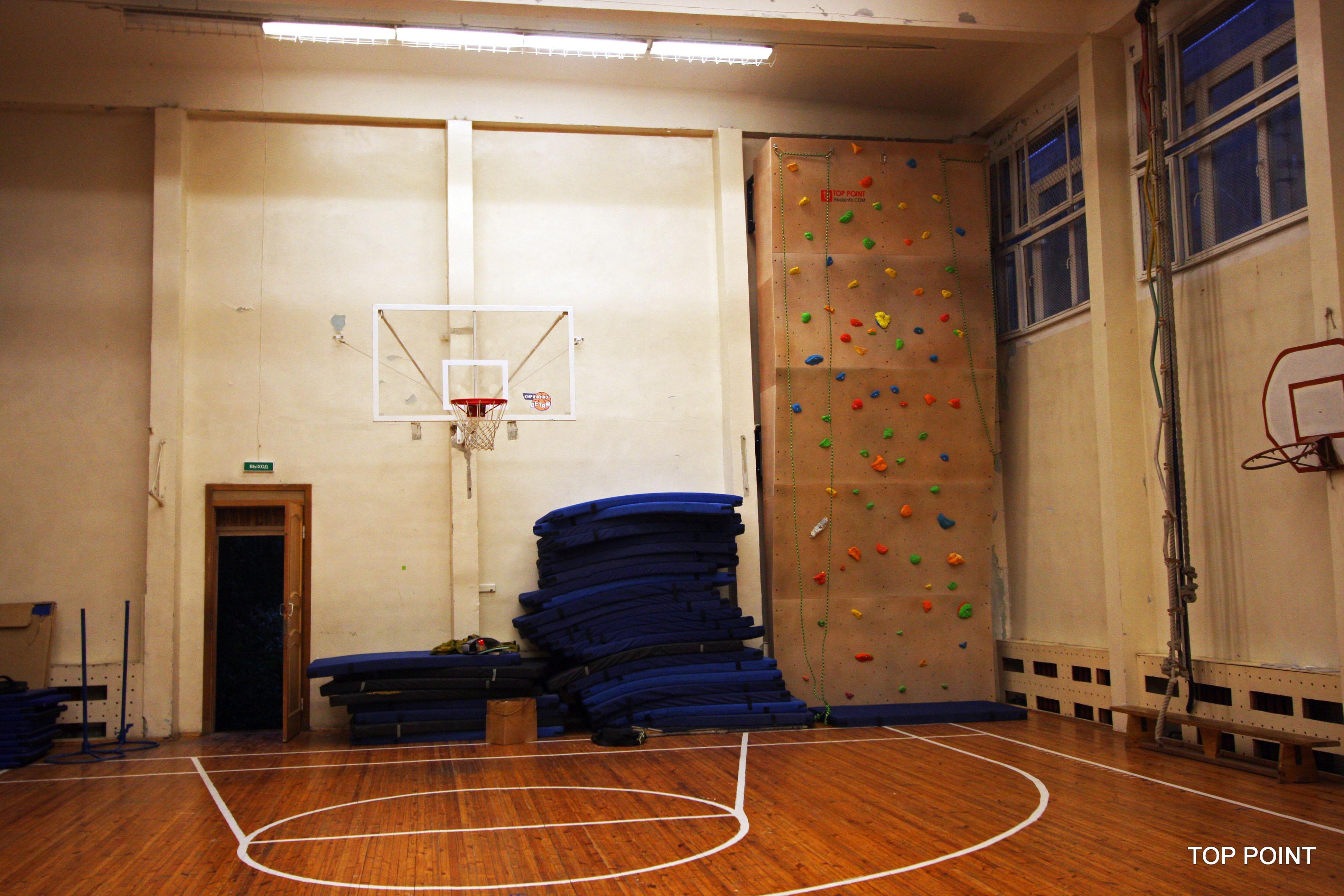 Скалодром в школе Фрунзенского района Санкт-Петербурга